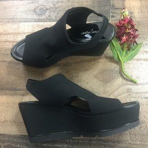 Donald J. Pliner Black Crepe Platform Sandal Sz.9N
